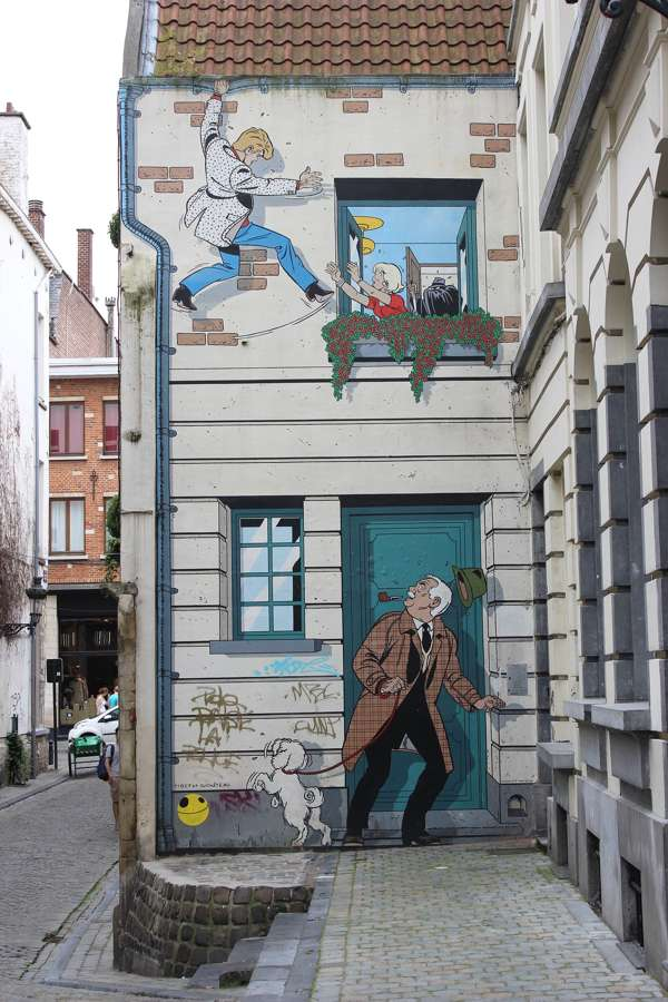 Brussels wall comic mural